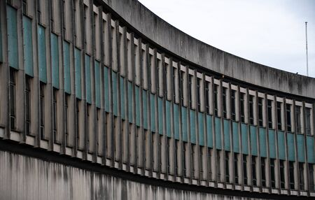 The raked windows of an 1970s office building in Guildford 版權商用圖片