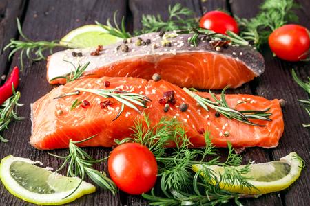 finocchio: salmone marinato con spezie, pomodori e limone