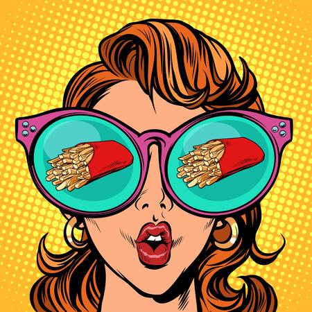 Patatine fritte che servono. Riflessione della donna in bicchieri