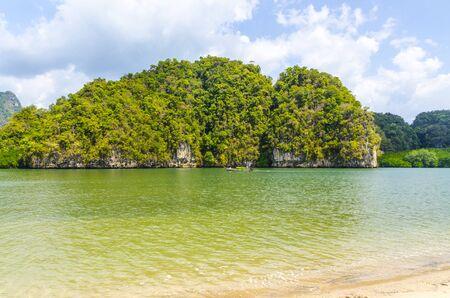 water s edge: La bellissima spiaggia di sabbia in Thailandia