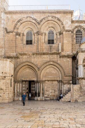arcos de piedra: calles estrechas de la antigua Jerusalén. Casas de piedra y arcos Editorial