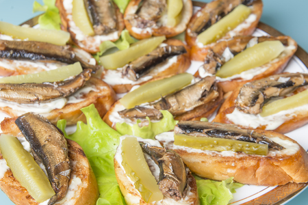 officinal: crackling toasts with smoked fish and a cucumber