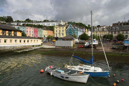 emigranti: Cobh (in precedenza noto come Queenstown), un porto sulla costa meridionale d'Irlanda.  Archivio Fotografico
