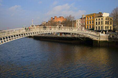 liffey: HaPenny Bridge in Dublin, Ireland.