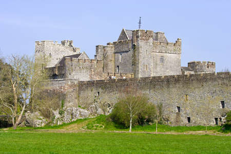 county tipperary: Cahir Castle (Irish: Cathair Dhuin Iascaigh), well preserved medieval landmark in County Tipperary, Ireland