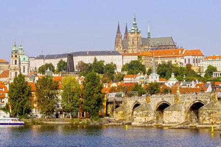 r�publique  tch�que: Le ch�teau de Prague et le pont Charles, au coucher du soleil � Prague, en R�publique tch�que
