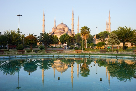 turkey istanbul: Dawn at the Blue Mosque (Sultan Ahmet Camii) with reflection on water in tranquil scenery of Sultanahmet district in Istanbul, Turkey Stock Photo