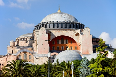 hagia sophia: Byzantine architecture of the Hagia Sophia ( The Church of the Holy Wisdom or Ayasofya in Turkish ), famous historic landmark and world wonder in Istanbul, Turkey Stock Photo