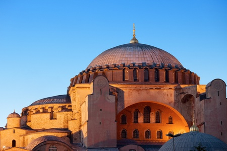 Byzantine architecture of the Hagia Sophia (The Church of the Holy Wisdom or Ayasofya in Turkish) illuminated at dusk, famous historic landmark and world wonder in Istanbul, Turkey Stok Fotoğraf