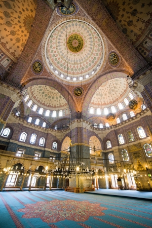 eminonu: New Mosque (Turkish: Yeni Valide Camii), an Ottoman Imperial Mosque interior architecture in Istanbul, Turkey, Eminonu district. Editorial
