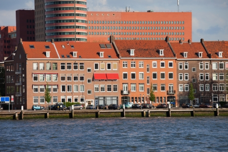 maas: Terraced houses along New Meuse (Dutch: Nieuwe Maas) river in Rotterdam city centre, Netherlands. Stock Photo