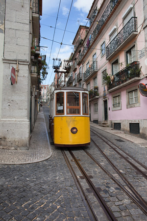 elevador: Bica funicular in the city of Lisbon, Portugal.