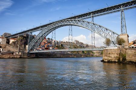 dom: Dom Luis I pont sur la rivi�re Douro � Porto, Portugal. Banque d'images