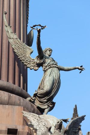 escultura romana: Escultura de Pheme (mitolog�a griega) o Fama (mitolog�a romana) parte del monumento a Col�n en Barcelona, ??Catalu�a, Espa�a. Foto de archivo