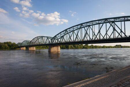 torun: Pilsudskiego Bridge (Most imienia Jozefa Pilsudskiego) over Vistula River in Torun, Poland. Stock Photo