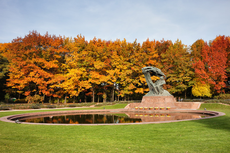 chopin: Fryderyk Chopin monument and pond in autumn Royal Lazienki Park in Warsaw, Poland