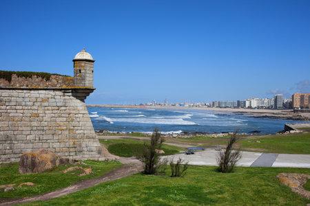 Ville de Matosinhos à la côte de l'océan Atlantique et partie de Castelo do Queijoa, municipalité de Porto, Portugal