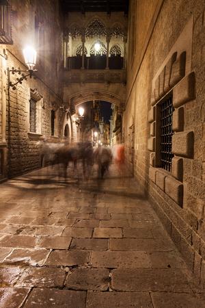 carrer: Spain, Barcelona, bridge crossing Carrer del Bisbe street, Old Town, Gothic Quarter (Barri Gotic) Stock Photo