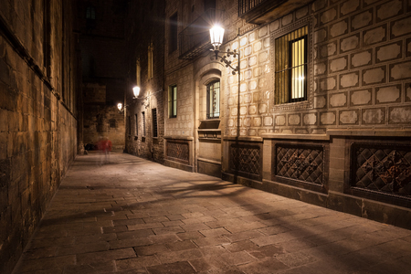 alley: Spain, Barcelona, Gothic Quarter (Barri Gotic), Old Town, narrow street by night, historic city centre