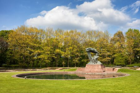fryderyk chopin: Royal Lazienki Park in spring and Fryderyk Chopin Monument in Warsaw, Poland, city landmark
