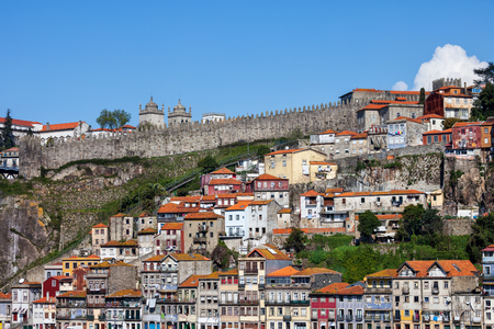 City of Porto in Portugal, traditional houses on steep hillside. 版權商用圖片