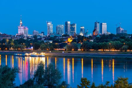 Evening skyline of Warsaw, the capital of Poland, downtown river view. Banco de Imagens