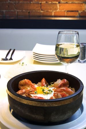 Traditional Korean delicacy made with vegetables and shrimp, served with fried egg and garnished with sesame seeds and chopped green onions. Dish is served with steamed rice on the side. Reklamní fotografie