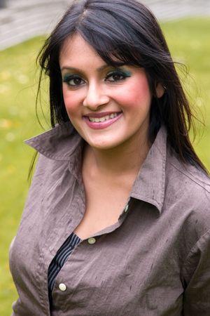 arrogancia: Retrato de una mujer Este-India hermosa