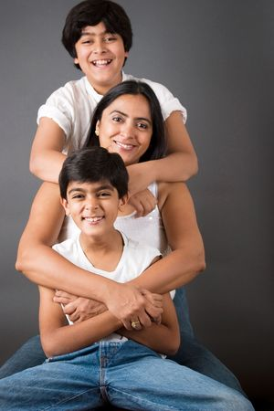 An Indian mother with her two sons 版權商用圖片