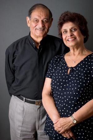 ancianos felices: Retrato de una feliz pareja de edad avanzada las Indias Orientales