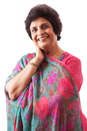 Portret van een glimlachende Oost-Indische vrouw, gekleed in westerse kleding