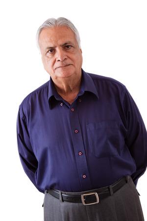 Portret van een ernstige ouderen Oost-Indische man Stockfoto