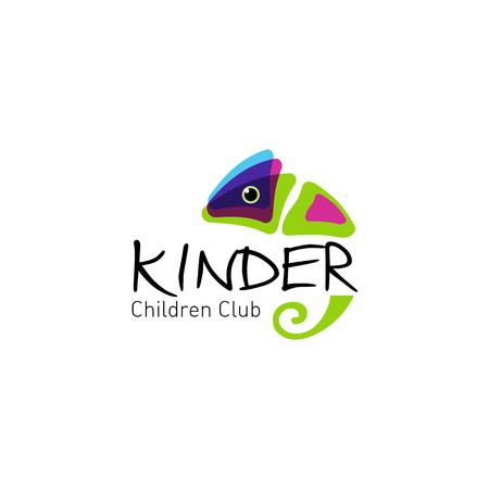 Kleurrijke kameleon. Vector logo voor kinderclub