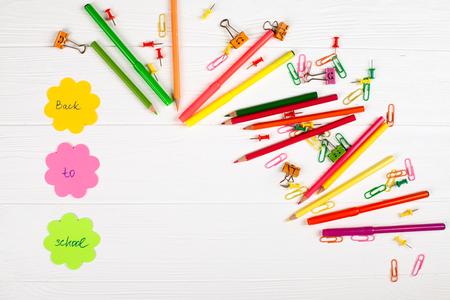 Bunte Bleistifte Und Filzstifte, Färben Briefpapier, Büroklammern ...
