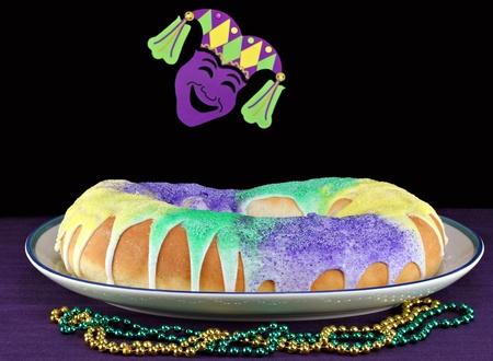 mardi gras: Torta del re in onore dei Re Magi.  Colori originali di verde per fede, oro per il potere e viola per la giustizia.