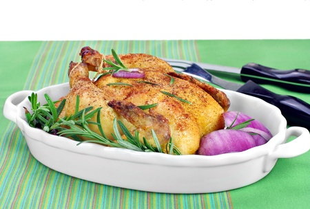red hen: Delicious spiced and roasted game hen or chicken in ceramic roasting pan   Copy space