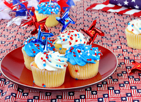 veterans: Patriotic cupcakes in a festive celebratory table setting.  Great for July 4th, Memorial Day or Veterans Day.