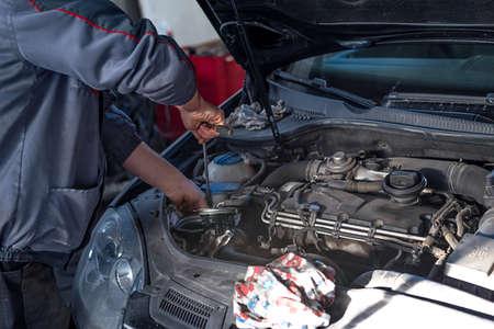 Car mechanic auto repair service provider. Banque d'images