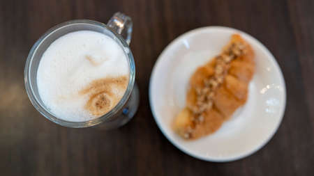 Photo Fresh croissant on a black slate background. Top view Foto de archivo