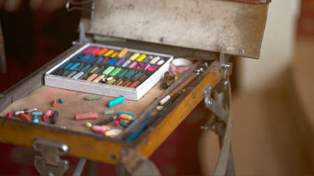 Photo Artist's workplace. Set of dry soft multicolored square pastels and easel. Foto de archivo