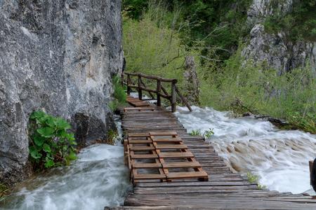 Camino De Madera En El Lago De Plitvice En Croacia Fotos, Retratos ...