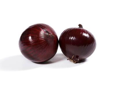 cebolla roja: Red onion on white background