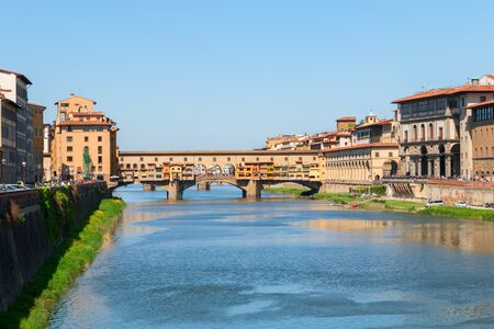 ponte vecchio: Florence town and the Ponte Vecchio bridge the Arno river in Italy, Europe