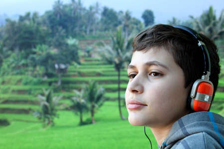 duymak: Boy with headphone