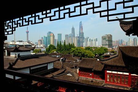 Shanghai, Cina - July 5, 2012: Old and modern Shanghai viewed from a tea house in Old Town.