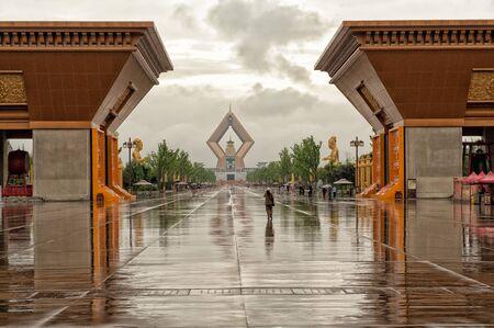 Xian, China - 2 juli 2012: Het moderne complex van de beroemde Famen tempel in de provincie Shaanxi. Famen tempel is een boeddhistische bedevaartsoord als gevolg van een relikwie beschouwd als een vinger bot van de Sakyamuni Boeddha.