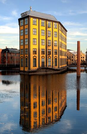 """paesaggio industriale: Norrk�ping, Svezia - 12 ottobre 2008: """"The Iron"""" nel famoso paesaggio industriale a Norrk�ping, Svezia in una giornata di sole autunnale. """"The Iron"""" � considerata pi� bell'edificio industriale della Svezia. Editoriali"""