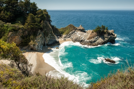 sur: McWay Falls at Julia Pfeiffer Burns State Park, Big Sur, CA Stock Photo