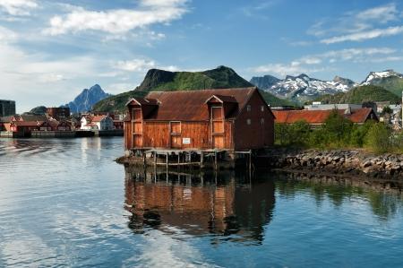 Oud pakhuis in Svolvaer, Lofoten Redactioneel