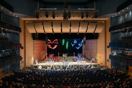 Norrköping, Schweden 15. November 2013 wurde Linköping Universitys akademischen Jahresfeier in der Louis de Geer Konzerthalle in der Nähe von Norrköping statt Fünf neue Professoren und 26 Wissenschaftler erhielten ihre akademischen Insignien während der Zeremonie Editorial